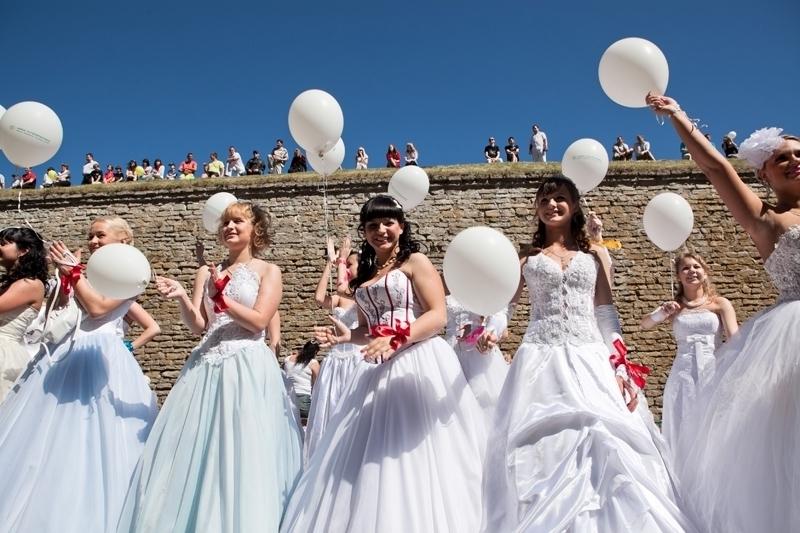 شایعه تظاهرات دختران بلژیکی بدنبال شوهر